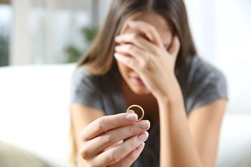 woman getting divorced in Maryland